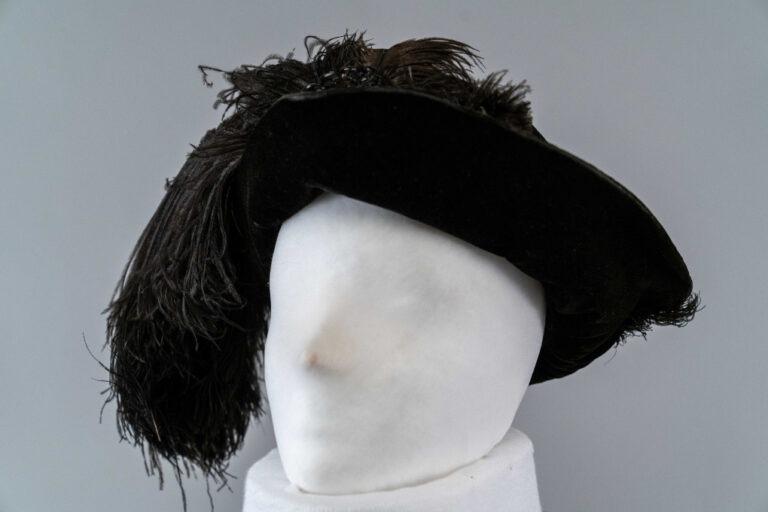 Photo of Black Velvet Gainsborough Hat